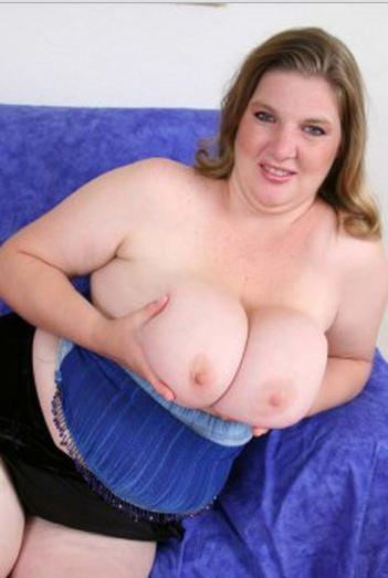 Sexy nude blonde ass